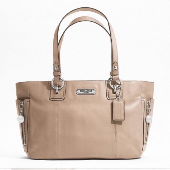 Coach Handbags - Coach gallery leather zipper tote
